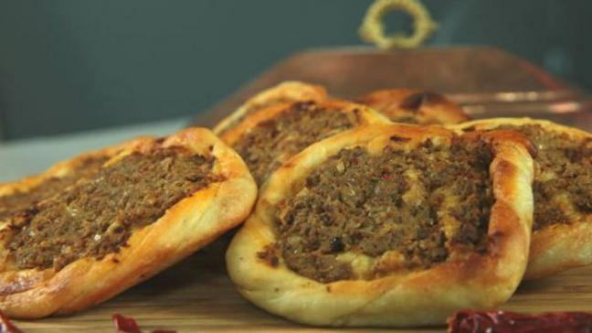 """Kaytaz böreği nasıl yapılır"""" Zuhal Topal'la Sofrada kaytaz böreği tarifi, malzemeleri ve püf noktası!"""