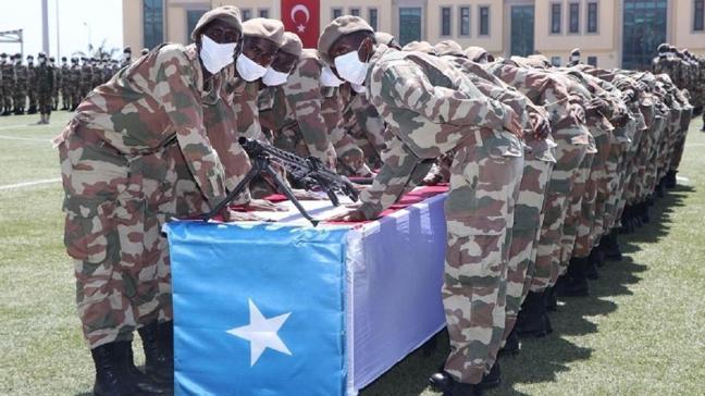 MSB duyurdu: Somali 7'nci Piyade Taburu'nun yemin töreni, Mogadişu'daki Anadolu Kışlası'nda gerçekleştirildi