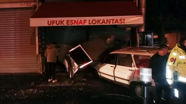 Aydın'da otomobil lokantaya daldı: 2 yaralı