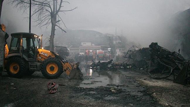 Samsun'da sanayi sitesinde büyük yangın: 4 iş yeri ve 2 otomobil yandı