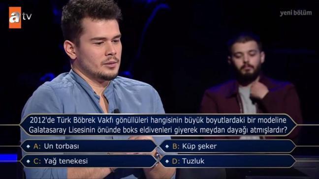 """2021'de Türk Böbrek Vakfı gönüllüleri hangisinin büyük boyutlardaki bir modeline Galatasaray Lisesinin önünde boks eldivenleri giyerek meydan dayağı atmışlardır"""""""
