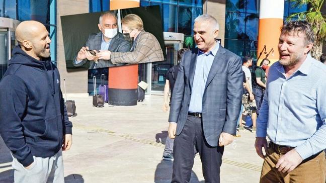 Bakan Mehmet Nuri Ersoy, Jason Statham ve Guy Ritchie ile buluştu! Karavanda Five Eyes filminin çekimlerini izledi