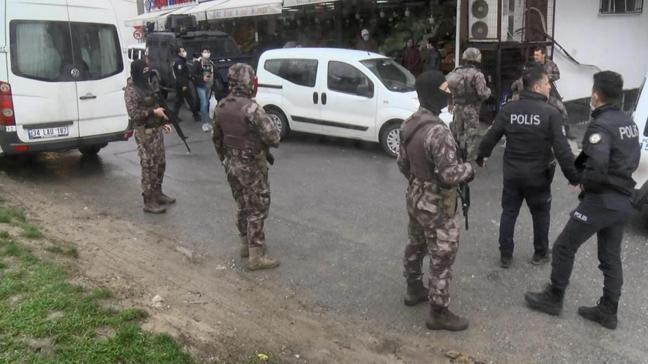 Esenyurt'ta ellerinde silah ve kılıç olan 15 kişi terör estirdi