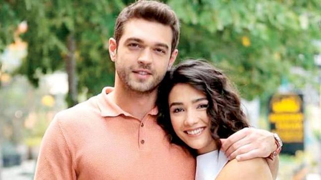 Furkan Andıç ile Aybüke Pusat'ın rol aldığı Her Yerde Sen dizisi The Guardian'ın listesinde