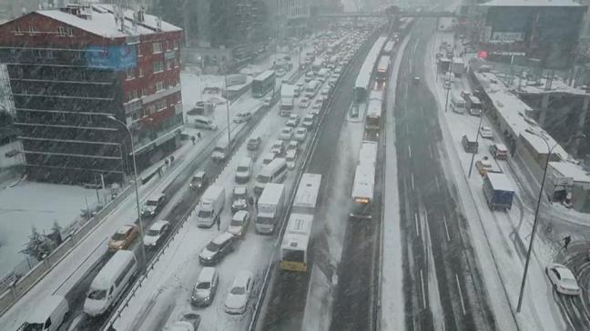 Trafik kilit! Bazı metrobüs seferleri durdu