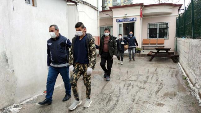 Afganistan'dan Türkiye'ye yürüyerek gelen kaçak göçmenler yakalandı