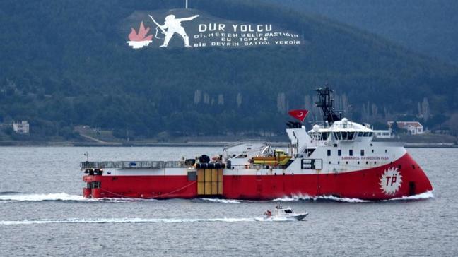 """Sismik araştırma gemisi """"Barbaros Hayreddin Paşa"""", Çanakkale Boğazı'ndan geçti"""
