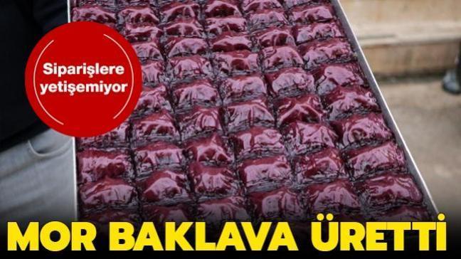 Adana'da mor un ile üretilen baklava yoğun ilgi görüyor