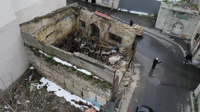 200 yıllık tarihi yapı yok oluyor... Osmanlı'dan kalma karakolu yağmaladılar!