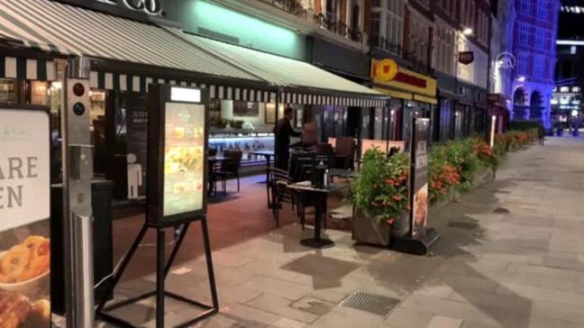 İngiltere restoranlara yönelik Kovid-19 kısıtlamalarını gevşetiyor
