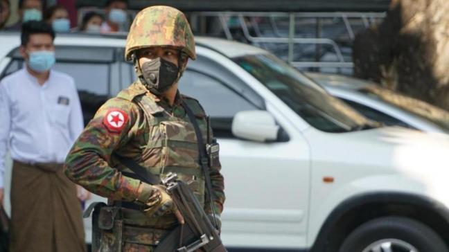 """Myanmar'da askeri cunta protestocuları """"ölümcül güç"""" kullanmakla tehdit etti"""