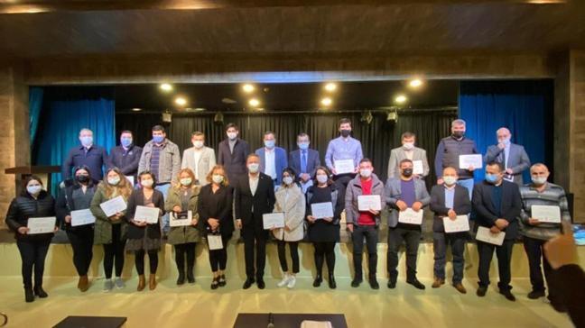 Mestan Özcan, AK Parti'ye katılan birçok üyeye sertifikalarını takdim etti