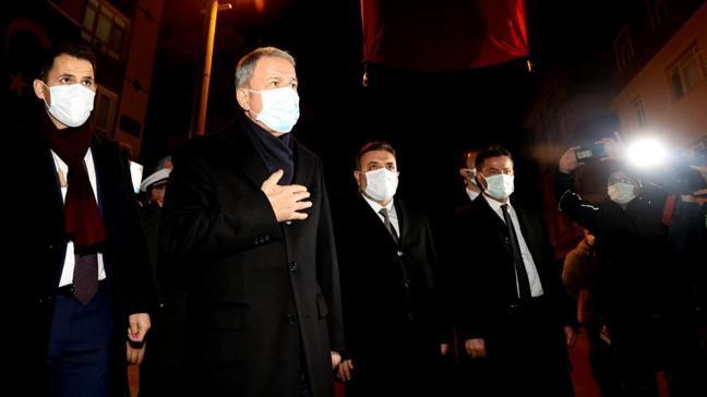 Milli Savunma Bakanı Akar, Pençe Kartal- 2 Harekatı şehitlerinin ailelerini ziyaret etti