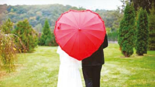 Pandemiyle evlilik de boşanmalar da azaldı