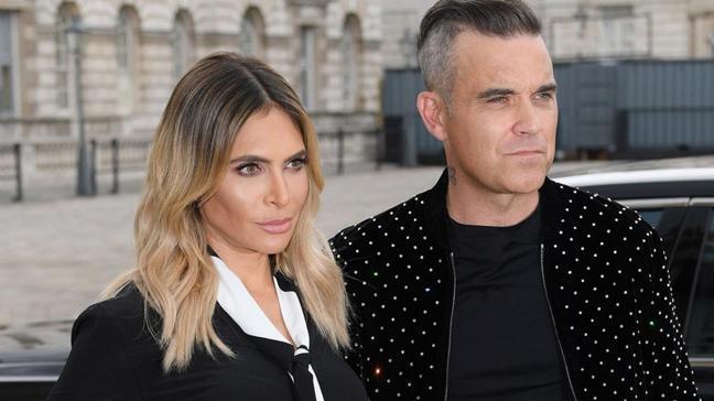 Robbie Williams'ın Türk eşi Ayda Field Türkçe dersi almaya başladı... İlk ödevini sosyal medyadan paylaştı