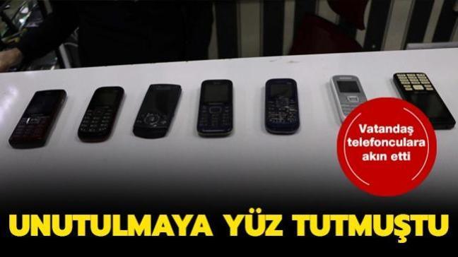 Unutulmaya yüz tutan tutan tuşlu telefonlara vatandaşlar ilgi göstermeye başladı