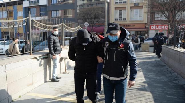 Eskişehir'de özel harekat ekiplerinin de desteğiyle uyuşturucu operasyonu düzenlendi