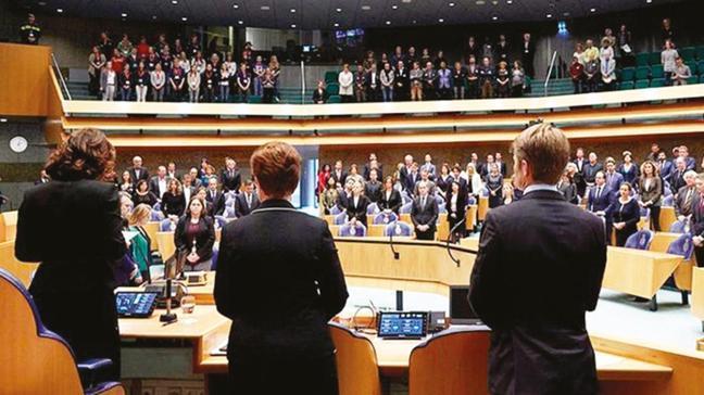 Hollanda Meclisi'nde aynı tiyatro! Sözde soykırımı tanımaya çağırdılar