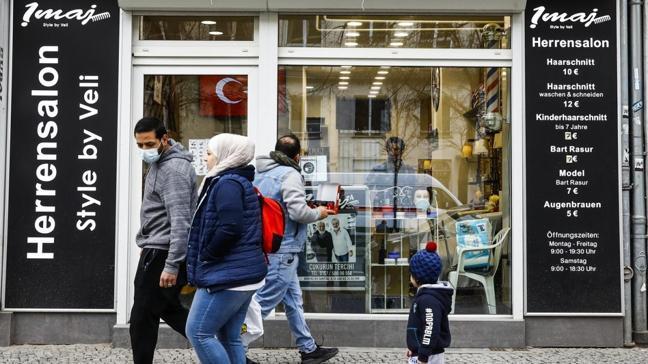 Almanya'da kuaför ve berber salonları yarın yeniden açılıyor