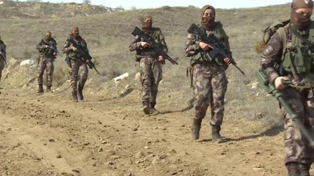 Özel Harekat eğitiminden geçen kadın polisler tehlikeli görevleri başarıyorlar