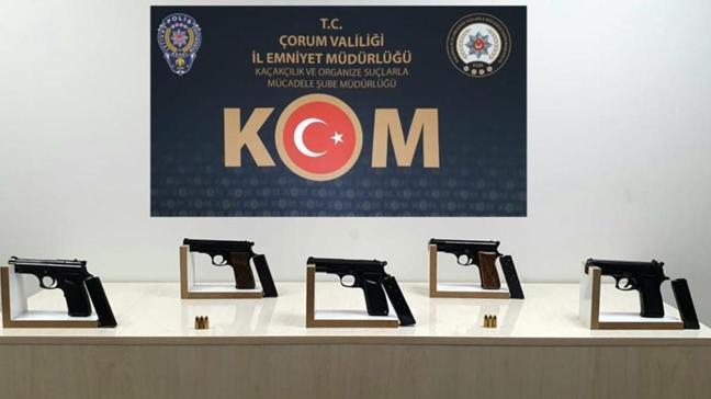 Çorum'da silah kaçakçılığından yakalanan 3 şüphelinin tutuklandığı belirtildi