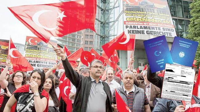 Kendi yasalarını çiğniyorlar! Almanya'dan Türklere çifte vatandaşlık zulmü