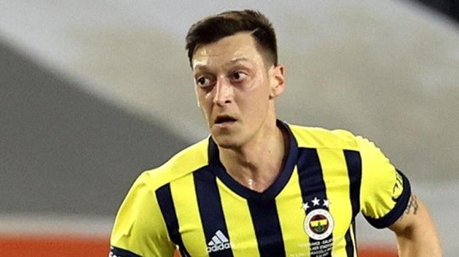 Hani maske Mesut Özil!