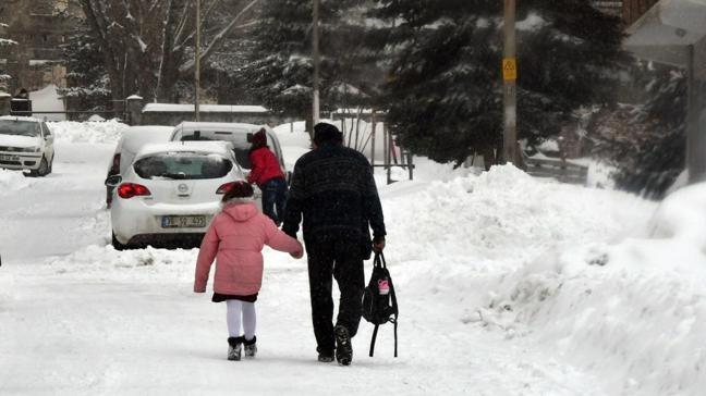 Kars'ta eğitime kar engeli... 1 gün ara verildi