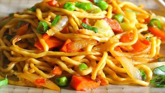 """Evde, pratik sebzeli noodle tarifi ve malzemeleri! Gelinim Mutfakta sebzeli noodle nasıl yapılır"""""""