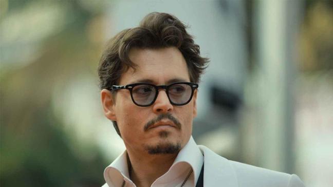 Johnny Depp'in başı davetsiz misafir ile dertte! Banyo yaparken yakalandı