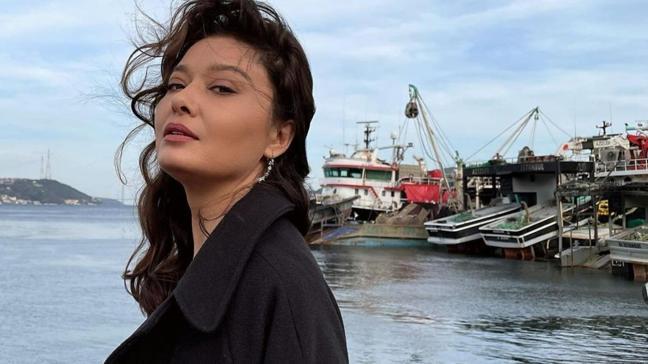 Kefaret'in Zeynep'i Nurgül Yeşilçay 'eşofmandan sıkıldım' dedi siyah elbiseli pozunu paylaştı