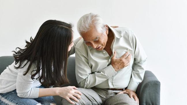 Kalp krizinde en çok yapılan hataya dikkat! Hastanın sırtına vurmayın