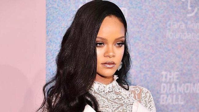 Geri dönmeye hazırlanıyor! Rihanna'dan hayranlarına şarkı sözü