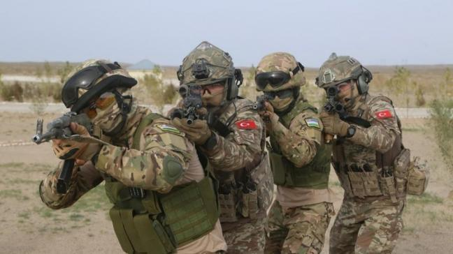 Özbekistan ve Türkiye özel kuvvetlerinin ortak askeri tatbikatı sona erdi