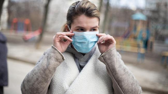 İngiltere'de yapılan araştırma şaşırttı: Koronavirüs orta yaştaki kadınlarda uzun süre kalıyor