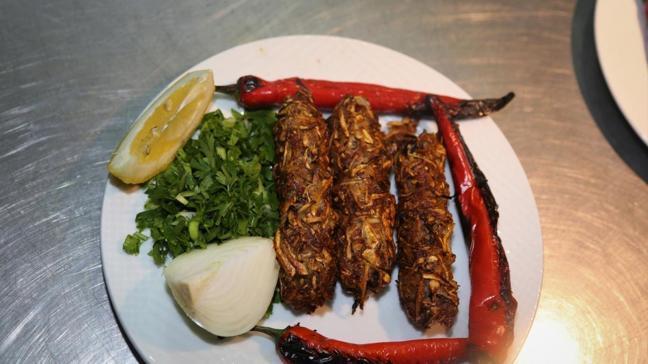 Şanlıurfa'nın hem pahalı hem lezzetli kebabına yoğun ilgi! Sadece mart ve nisan ayında yapılıyor
