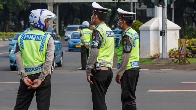 Endonezya'da kiliseye düzenlenen bombalı saldırıda 14 kişi yaralandı