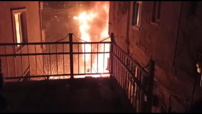 Kağıthane'de 4 katlı binada yangın çıktı: Daha önce boşaltılmıştı