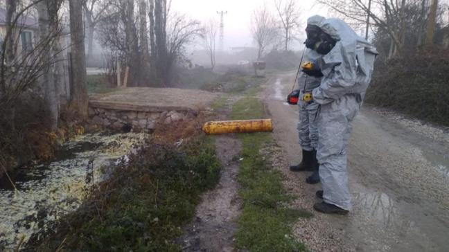 Kimyasal gaz sızdı... 2'si polis 12 kişi zehirlendi