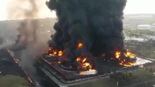 Endonezya'da petrol rafinerisi patladı: Anbean kaydedildi