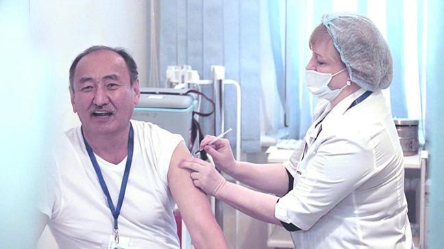 Kırgızistan'da aşılama başladı: İlk aşı Bakan Beyşenaliyev'e yapıldı