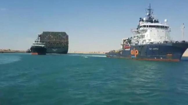 Süveyş Kanalı gemi trafiği yeniden açıldı