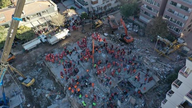 İzmir'deki depremde yıkılan Rıza Bey Apartmanı'nın fenni mesulü tutuklandı
