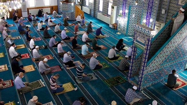 """2021 camilerde teravih namazı kılmak yasak mı"""" Ramazanda teravih namazı kılınacak mı"""" İşte son durum...."""