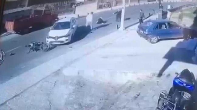 Beykoz'da bir otomobil ve motosiklet çarpıştı