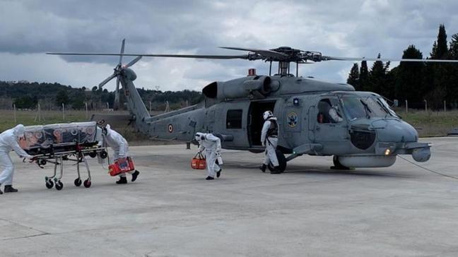 Gökçeada'da solunum güçlüğü çeken koronavirüs hastası, helikopterle Çanakkale'ye sevk edildi