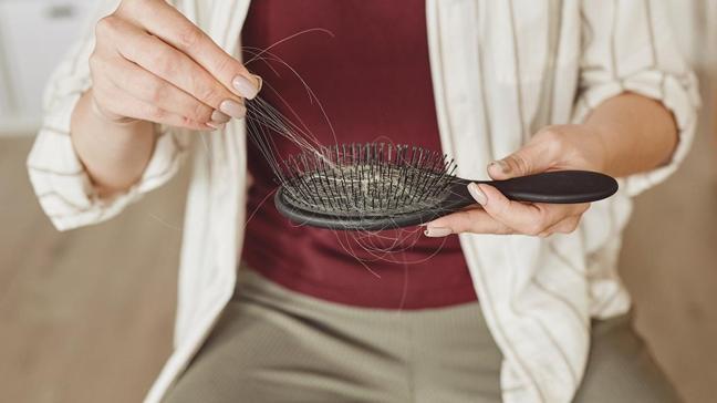 Saç dökülmesini önlerken kel kalabilirsiniz! Saç bakımında doğru bilinen yanlışlar