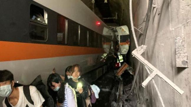 Tayvan'da tren faciası: 36 kişi hayatını kaybetti