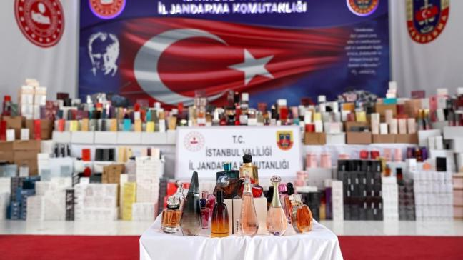 İstanbul'da 20 bin şişe sahte parfüm ele geçirildi