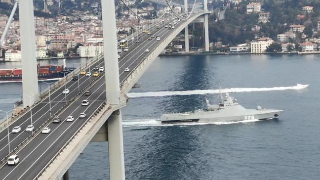 Rusya'nın savaş gemisi İstanbul Boğazı'ndan geçti